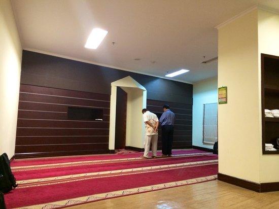 Aston Marina Hotel & Residence: Mushola yang sangat luas
