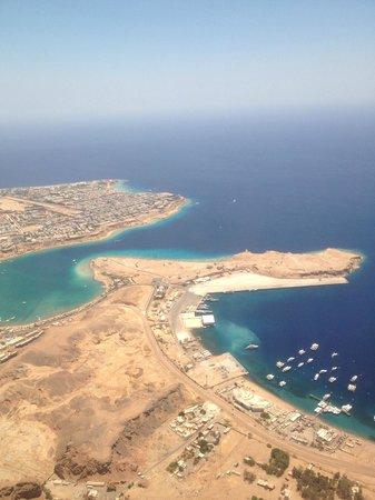 Domina Coral Bay Oasis: Вид с самолета на Шарм