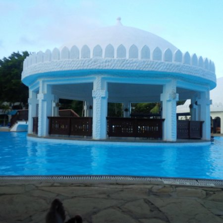 Southern Palms Beach Resort: Gazebo by day