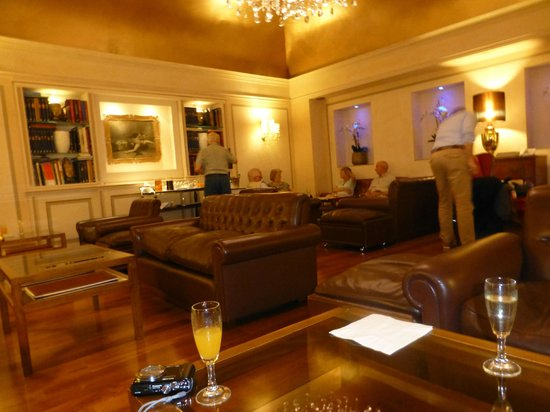 Accademia Hotel: Afternoon 'drinks' room