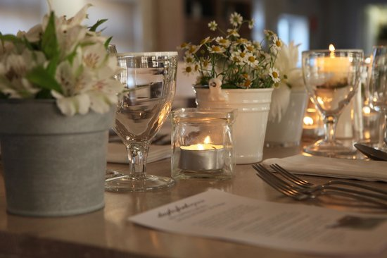 Daylesford Cafe: Supper is served every Friday and Saturday