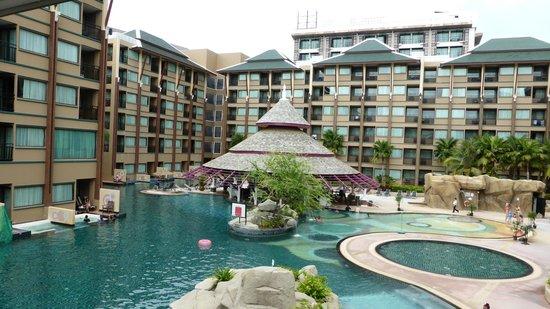 Novotel Phuket Vintage Park: swim up bar at main pool