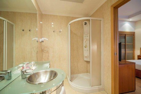 Petit Palace Preciados: Baño