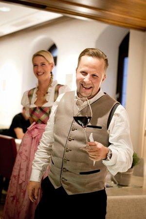 Restaurant Herzstück Salzburg: wir heben das Glas - die Chefleute