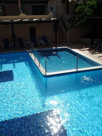 Da Balaia Apartments: Part of a large pool with children`s pool