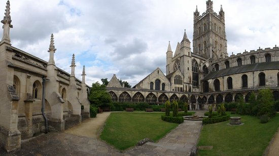 Gloucester Cathedral: harry potter gardens