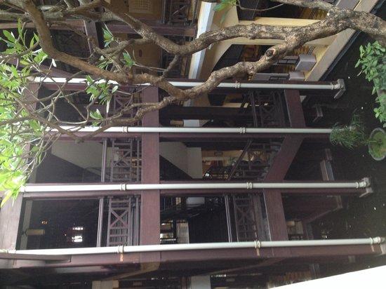 Victoria Angkor Resort & Spa: Lifts