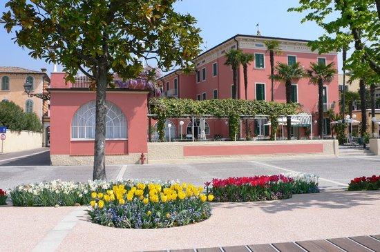 Hotel Alla Riviera : Vista dalla passeggiata