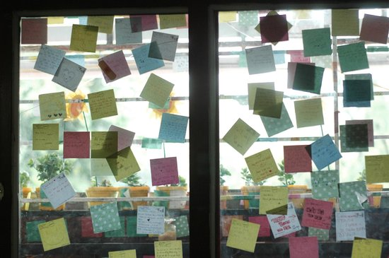 The Note Coffee : Even on the window