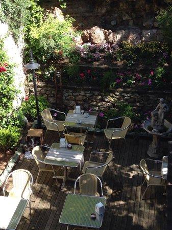 Hotel Sphendon: La terrazzina interna per la colazione