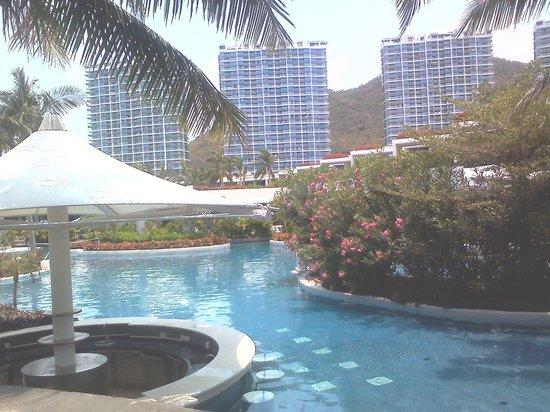 InterContinental Sanya Resort: Club pool, serenity in background