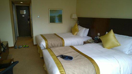Shangri-la Hotel Shenzhen: Twin Sharing room at 13 floor
