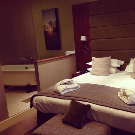 The Mere Golf Resort and Spa: Nice room