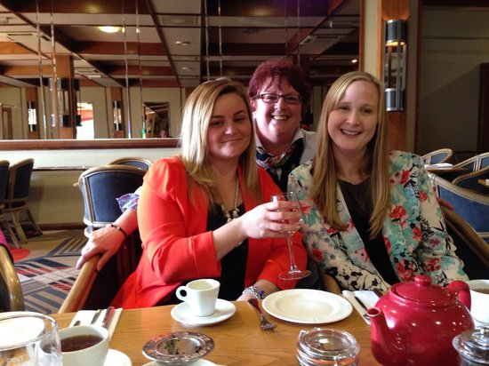 BEST WESTERN Marks Tey Hotel: Having afternoon tea
