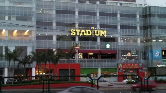 Hotel & Plaza Stadium: Photo taken from good quality restaurant-bar La Cerveca of Leon.