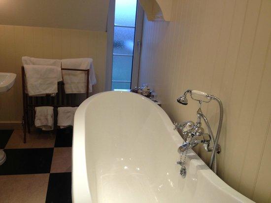 Miller Howe Hotel & Restaurant: Amazing bath tub!