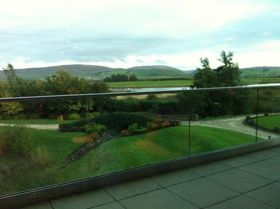 Lochside House Hotel: View out of the resteraunt.