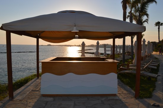 Alexander The Great Beach Hotel: Sunset through the sunbed booking station