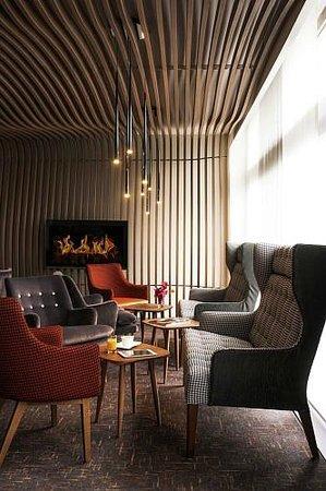 L'escale: LE BAR LOUNGE HOTEL PULLMAN PARIS CHARLES DE GAULLE AIRPORT