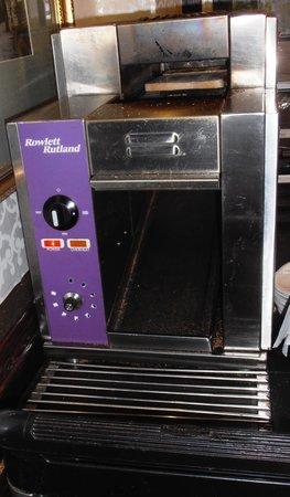 Argyll Hotel: The amazing toaster