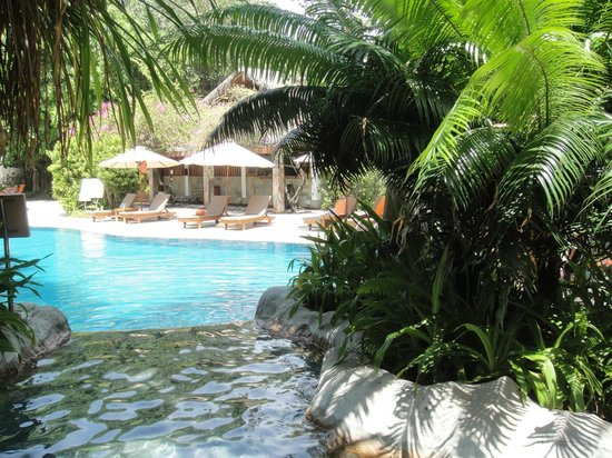 Sheraton Maldives Full Moon Resort & Spa: The very inviting pool