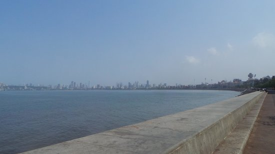 The Oberoi, Mumbai : Marine Drive outside the Oberoi