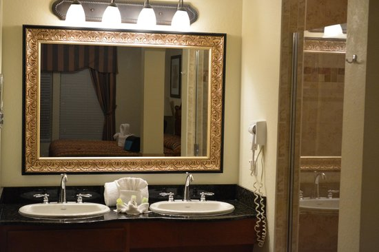 Lake Buena Vista Resort Village & Spa: Beautiful bath area