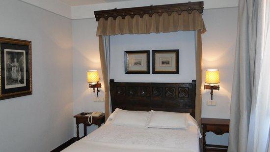 Parador Hostal Dos Reis Catolicos : our lovely room 401