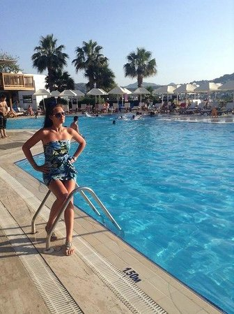 Green Beach Resort: главный бассейн