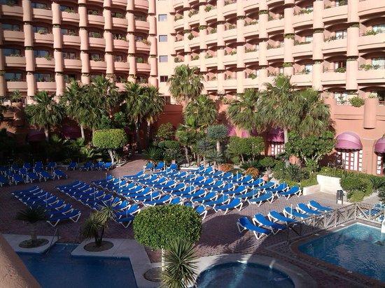 Almuñecar Playa Spa Hotel: Looking at hotel
