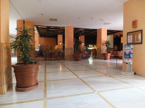 Almuñecar Playa Spa Hotel: Bar area