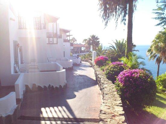 Hotel Jardín Tecina: Looking towards dining balcony