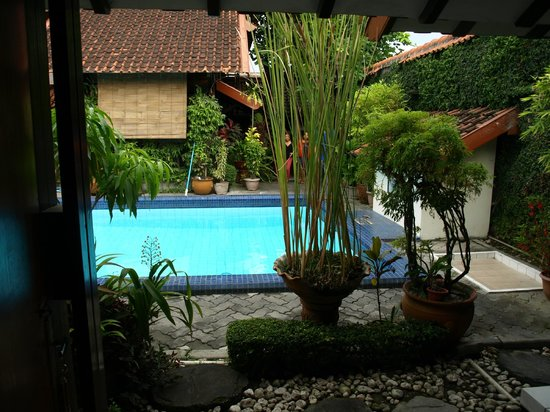 Duta Guest House: Looking out my bedroom door
