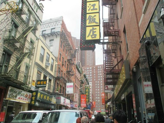 Ahoy New York Food Tours: Liz told us about the Chinese gangs that used to rule in this area