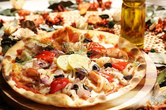 Tuscana Pizzeria : Seafood pizza