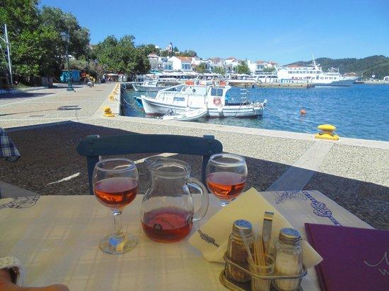 Hotel Aria: Waterfront Taverna