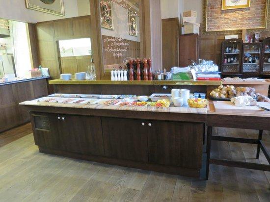 Hotel Grandezza: Breakfast