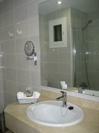 Hotel Astoria Playa Only Adults: Baño