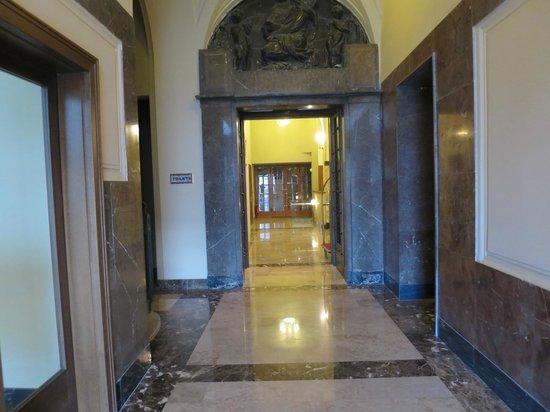 Hotel Grandezza: The entrance