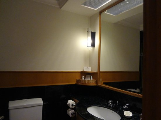 Trident, Chennai : Bath Room