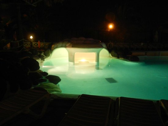 IFA Continental Hotel : Pool at night.