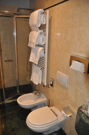 Hotel Ca' Zusto Venezia: bathroom, tight but very clean