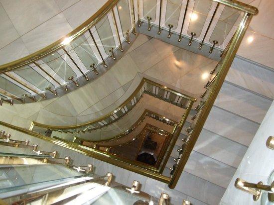 Hotel Carmen Granada: Central stairway