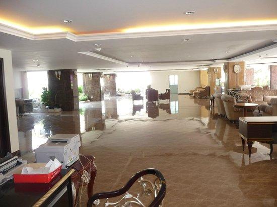 LK Royal Wing : Холл отеля