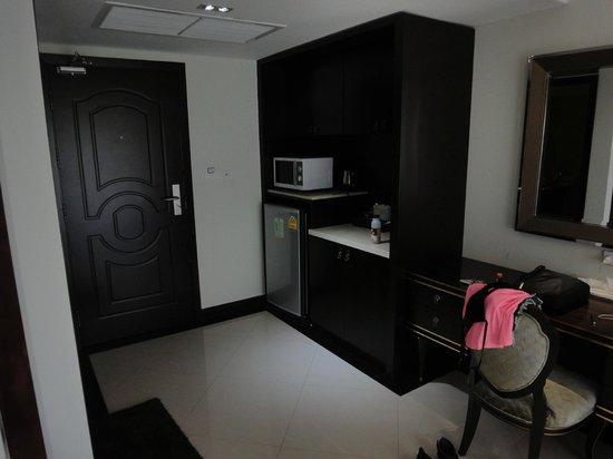 LK Royal Wing : Кухонная зона в номере