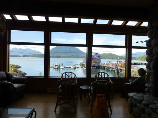 HI-Tofino - Whaler's on the Point Guesthouse: Common room views