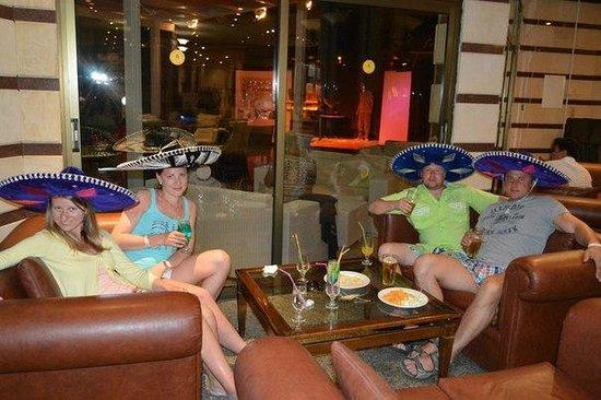 Tsokkos Beach Hotel: Застолье вечером)