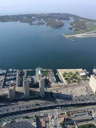 Radisson Admiral Toronto Harbourfront : Hotel from the CN Tower