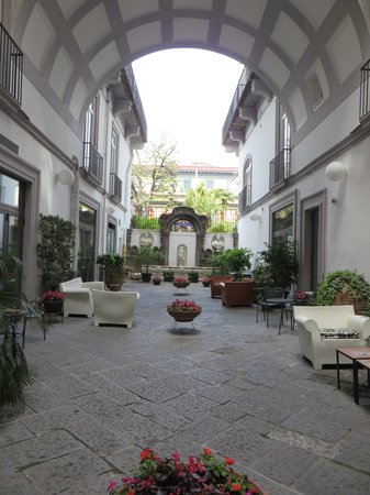 Hotel Piazza Bellini: Courtyard