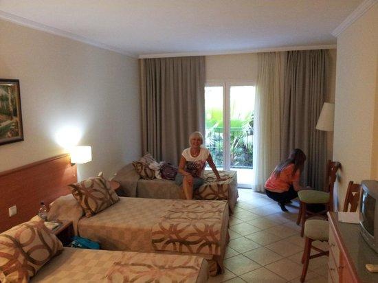 Royal Palm Beach Hotel : ROOM